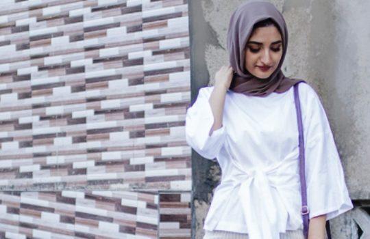 Tips Padu Padan Warna Jilbab Polos dengan Baju Putih