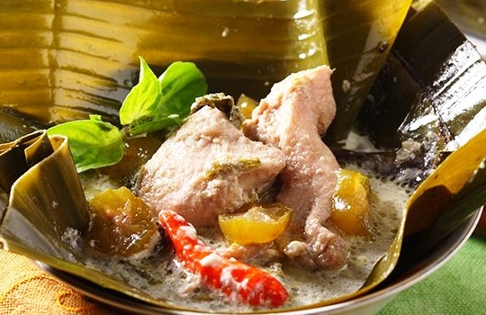Resep Cara Membuat Garang Asem Ayam Dibungkus Daun Pisang